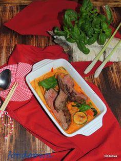 Moje Małe Czarowanie: Stek wołowy bavette w czerwonym sosie curry z bazy...