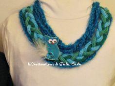 Collana fatta a mano con tessuto e gufo. Handmade necklace with textile and owl.