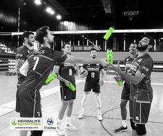 Félicitations à l'équipe de France de Volley pour sa belle entame dans les championnats du Monde avec une nette victoire hier contre la Chine hier (25-20, 25-21, 25-17). Encourageons nos Bleus pour son second match ce soir face au Brésil à 19h30 sur la chaîne l'Équipe. Tous avec les bleus ! #ProudSponsor HerbalifeNutrition, Fournisseur Nutritionnel Officiel de l'équipe de France de Volley. Sport Nutrition, Herbalife Nutrition, Coach Sportif, Concert, Sports, Go Blue, World, Hs Sports, Concerts