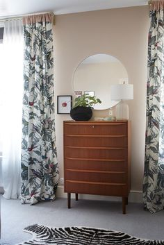 Chest of drawers storage [Simon Whitmore] Renovations, Kitchens And Bedrooms, House Design, Mid Century Modern Design, Home Remodeling, Interior Inspo, Bedroom Decor, Bedroom, Bedroom Flooring