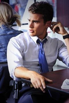 Theo James, my new celebrity man crush! SOOOO SEXY in Divergent! Also played Mr. Pamuk in Downton!