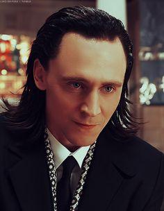 I love that intense look he gives.  *squeeeeee*