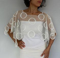 Crema nupcial del cordón del encogimiento de hombros del bolero elegante lamentable del Cabo. por MammaMiaBridal