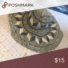 Floppy hat Black and white floppy hat ; roxy brand ; brand new with tags Roxy Accessories Hats