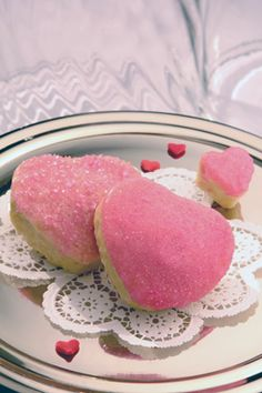 Celebrate Valentine's Day by making these gluten-free Shimmering Heart Cakes. These are so simple to make using heart-shaped foil baking cups and Pamela's cake and frosting mix. Gluten Free Sweets, Gluten Free Recipes, Gf Recipes, Dye Free Foods, Whole Foods Products, Whole Food Recipes, Cake Recipes, Vanilla Cake Mixes, Heart Cakes