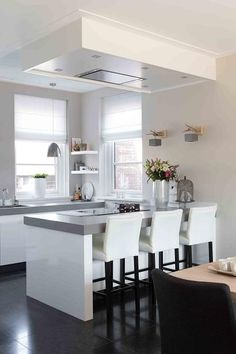 Ideas kitchen decor white cabinets cupboards for 2019 White Kitchen Cupboards, Kitchen Redo, White Cabinets, New Kitchen, Kitchen Remodel, Kitchen Design, Home Interior, Kitchen Interior, Kitchen Flooring