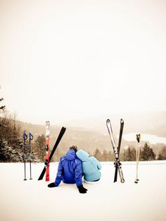 For the skiing or snowboarding couple! How cute is this winter engagement photo! Winter Engagement Photos, Engagement Pictures, Engagement Shoots, Country Engagement, Winter Verlobung, Winter Holiday, Winter Photography, Couple Photography, Ski Style