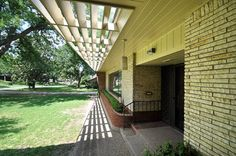 1950 mid century modern house Dallas original condition realtors Hewitt & Habgood from retro renovation