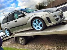 Ford Focus ST / RS mk1 wagon?! Very good design with very good taste.