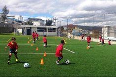 El Campus de la Fundación RFEF se está celebrando desde el pasado 8 de julio y continuará durante toda la semana en las instalaciones de la Universidad SEK de Ecuador, con niños y niñas entre los 6 y los 15 años que están trabajando en sesiones de mañana y tarde junto a los técnicos de la Real Federación Española de Fútbol.