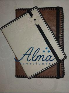 Libretas de apuntes, cubierta de ecocuero o cuerina, con elástico sujetador.
