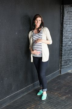 comfy skinnys and taupe cardi #FallMaternityFashion