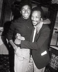Michael Jackson and Quincy Jones. Nice to see Michael before the plastic surgery. First Ladies, The Jackson Five, Jackson Family, Michael Jackson Change, Samba, Familia Jackson, Quincy Jones, Fiction, The Jacksons