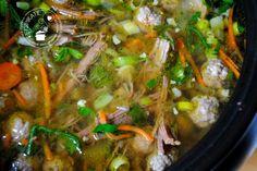 Groentesoep met rundvlees uit de slowcooker Slow Cooker Recipes, Soup Recipes, Cooking Recipes, Healthy Eating Tips, Healthy Nutrition, Multicooker, Vegetable Drinks, Pasta, Food And Drink