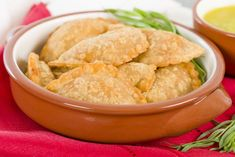 These Empanadas may be small but they are still delicious and satisfying thanks to the flavors of the ground turkey. Ham Dishes, Turkey Dishes, Lunch Recipes, Crockpot Recipes, Breakfast Recipes, Puff Pastry Recipes, Ramadan Recipes, Ground Turkey Recipes, Football Food