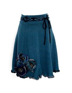 Kesidov -Street skirt;  Lightweight, soft skirt made of synthetic fibers twists. With three upcycled woolen flowers on the bottom. Padded. Measuring about 55 cm.  50.00 €