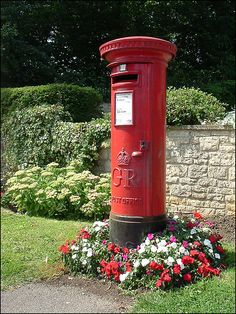 floral post box in England. Wish our postal boxes looked this nice!