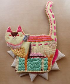 Mari Kamio #Handmade #crafts #art #embroidery #cat #textile #fabric #stitch