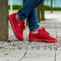 Stand out this summer in the Puma Womens Suede Classic Trainer in red.