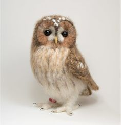 Items similar to Tawny owl, life-like fibre art crochet owl sculpture on Etsy Felt Owls, Felt Birds, Felt Animals, Felt Diy, Felt Crafts, Baby Sparrow, Needle Felted Owl, Tawny Owl, Crochet Birds