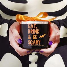 We love getting dressed up for Halloween parties & finding the perfect Halloween hostess gift is even more spook-tacular!