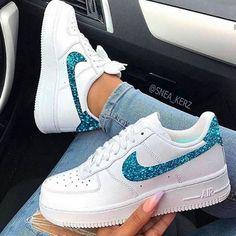 Cute Nike Shoes, Cute Sneakers, Girls Sneakers, Sneakers Fashion, Fashion Outfits, Shoes Sneakers, Shoes Jordans, Winter Sneakers, Nike Outfits