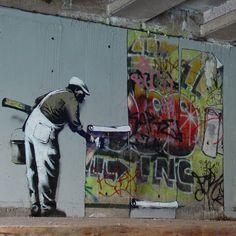 Banksy Wallpaper Graffiti @ Regents Canal, London