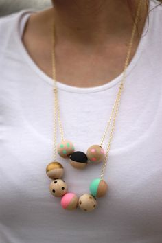 #DIY Painted wood #necklace tutorial www.kidsdinge.com