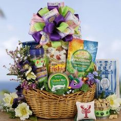 Frisky Cat gift basket is awesome! A large assortment of favorite treats this kitty gift really delivers in a big way. Scrumptious crunchy treats and catnip, catnip and even more catnip!