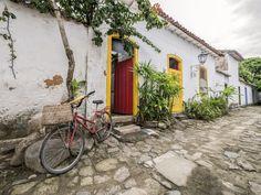 https://flic.kr/p/U3q4DT | Casas do Brasil | Casas coloniais no centro histórico da bela cidadezinha de Paraty, no estado do Rio.  Paraty, Rio de Janeiro, Brasil. Tenham um lindo dia!  ____________________________________________  Houses of Brazil  Colonial houses at the little town of Paraty, near Rio.  Paraty, Rio de Janeiro, Brazil. Have a beautiful day! :-)  ____________________________________________  Buy my photos at / Compre minhas fotos na Getty Images  To direct contact me / Para…