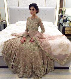 30 Stunning Pakistani Bridal Walima Dresses for Your Inspiration - Folder Pakistani Wedding Dresses, Pakistani Outfits, Indian Dresses, Indian Outfits, Pakistani Couture, Asian Wedding Dress, Asian Bridal, Bollywood, Walima Dress