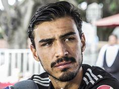 ALANÍS FUERA UNA SEMANA EN CHIVAS El jugador rojiblanco no estará para el encuentro de la jornada 13 ante el Puebla. Tiene un edema de tercio medio de aductor largo del muslo derecho.