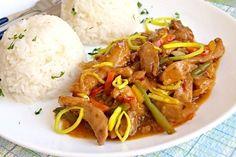Rychlá minutka inspirovaná asijskou kuchyní z marinovaných nudliček králičího (kuřecího) masa, libovolné zeleniny, cibule a dalších surovin. Appetizer Recipes, Appetizers, No Cook Meals, Thai Red Curry, Food And Drink, Treats, Cooking, Health, Ethnic Recipes