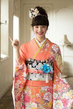 #成人式 着物 振袖 Kimono Furisode/小松菜奈 Nana Komatsu Traditional Kimono, Traditional Outfits, Japanese Outfits, Japanese Fashion, Japanese Beauty, Asian Beauty, Komatsu Nana, Yukata Kimono, Folk Costume