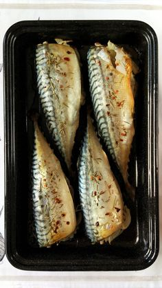Macrou cu ceapă la cuptor – Rețete LCHF Fish Recipes, My Recipes, Cooking Recipes, Romania Food, Good Food, Yummy Food, Fish And Seafood, Cooking Time, Grilling