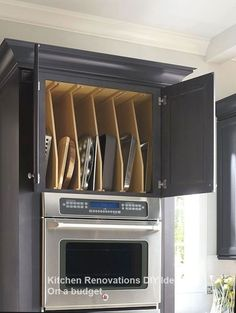 Amazing Kitchen Cabinet Organization For Modern Kitchen Style 41 Classic Kitchen, New Kitchen, Kitchen Decor, Rustic Kitchen, Kitchen Ideas, Kitchen Cupboard, Kitchen Layout, Kitchen Counters, Cheap Kitchen