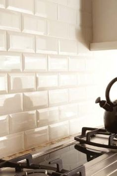 How to Choose the Right Subway Tile Backsplash : Ideas and More! bevelled subway tile backsplash in a kitchen in a cream or off white colour White Subway Tile Backsplash, Subway Tile Kitchen, Kitchen Backsplash, Kitchen Countertops, Backsplash Ideas, Tile Ideas, White Beveled Subway Tile, Penny Backsplash, Beadboard Backsplash