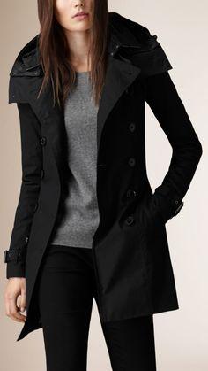 Trench coat con capucha e interior acolchado