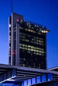 Milan-Torre-Garibaldi-nuit