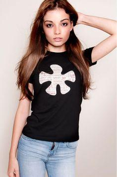 Cytink: Camiseta para chicas con aplicaciones en telas de patchwork aplicadas a la camiseta con punto de festón. 100% algodón