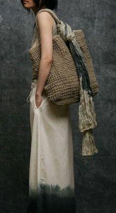 The Woven Bag ~ Rue de Beautreillis: FotoLove the tan patterened scarf and large woven bagvia Crush Cul de Sac: PhotoCrush Cul de Sac - could use jute twine to create.Sac et maxi dip dye Mode Style, Style Me, Crochet Purses, Crochet Bags, Knitted Bags, Beautiful Bags, Fashion Bags, Fashion Fashion, Boho Chic