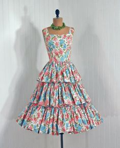 Vintage 50s Tiered Dress #vintage #dresses #50s #florals #tiers