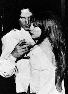 Image uploaded by fernanda. Find images and videos about love, Jim Morrison and the doors on We Heart It - the app to get lost in what you love. Pamela Courson, Ray Manzarek, Jim Morison, The Doors Jim Morrison, Morrison Hotel, Jim Pam, The Doors Of Perception, Hippie Man, Psychedelic Rock