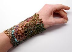By Gwen Fisher of Gwen Beads  Magnifique manchette