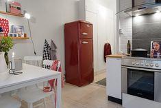 Detalle nevera roja en cocina peque�a : via MIBLOG