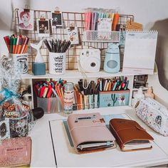 study room decor How To Make A Bullet Journal (part. Study Room Decor, Room Ideas Bedroom, Study Rooms, Cozy Bedroom, Bedroom Inspo, Bedroom Decor, Cute Room Ideas, Cute Room Decor, Wall Decor