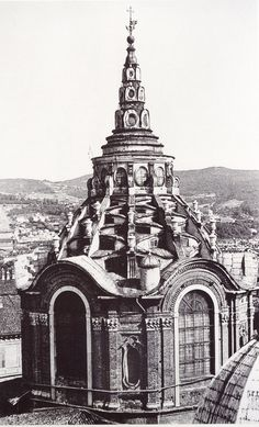 """ITALIAN BAROQUE ARCHITECTURE, Piedmont; Cappella della SS. Sindone, 1667-90, Turin Cathedral, by Guarini. """"Exterior the ribs over the segmental windows of the Cappella are like the zig-zag steps of a Ziggurat or tower of Babel, while the surmounting lantern also diminished in three stages like a pagoda or a Buddhist stupa."""""""