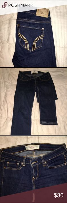 "Hollister dark wash straight leg jeans size 5 Regular, waist 27"", length 32"" There is a small faded stain on the left leg from paint but other than that in great condition! Hollister Jeans Straight Leg"