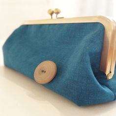 Designed with chic styling in mind, this retro blue linen handbag is as smooth and cool as they come. If you're looking for a great gift for your mom, girlfriend or even yourself then try this unique and stylish handmade clutch bag. Gifts For Your Mom, Gifts For Women, Clutch Purse, Coin Purse, Retro Fashion, Women's Fashion, Handmade Clutch, Vintage Ladies, Fashion Accessories