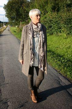 Åretsflottes og deiligste ytterjakke/kåpe -høstens must have!!   fra Gustav 3350,-   De beste buksene fra Dranella, for deg som liker b...